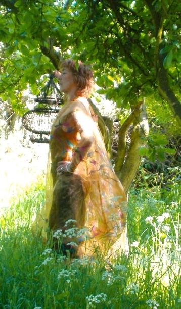 gold dress1-2